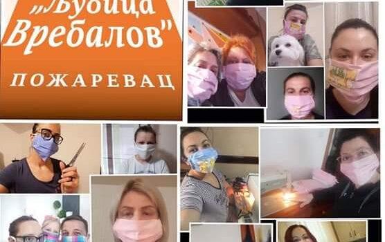 Креативни тим шије маске
