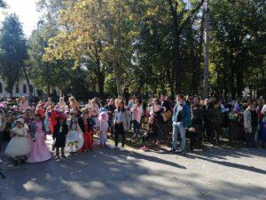 Спајдермени, виле, вештице, бундеве, лекари, полицајци, пекари и остали занимљиви костими до Градског парка у Пожаревцу стигли су из свих вртића са територије града Пожаревца